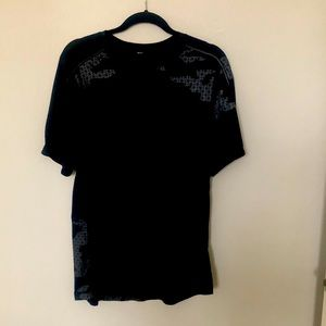 Men's Lululemon moisture wicking shirt